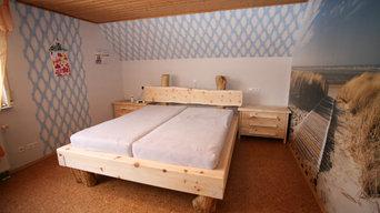 Balkenbett aus Zirbebalken und Rundholz