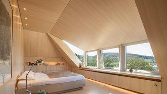 Dachausbau mit individuellen Einbaumöbel, Schlaf- und Badräume in Esche weiß