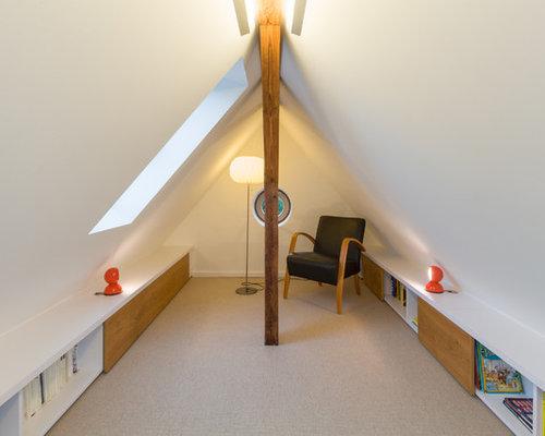 Kleines Modernes Schlafzimmer Ohne Kamin Mit Weißer Wandfarbe Und  Teppichboden In Dresden
