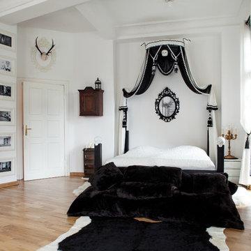 Dark/White Apartment in Berlin