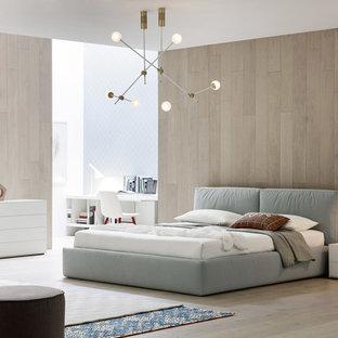 他の地域の広いモダンスタイルのおしゃれな主寝室 (白い壁、淡色無垢フローリング、茶色い床、暖炉なし、コンクリートの暖炉まわり) のレイアウト