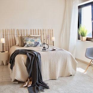 Mittelgroßes Maritimes Gästezimmer ohne Kamin mit beiger Wandfarbe und beigem Boden in Düsseldorf