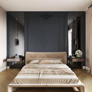 Foto di una camera da letto contemporanea con pareti nere, pavimento in legno massello medio, pavimento marrone e pannellatura