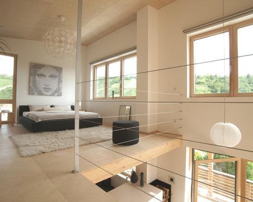 Mittelgroßes Modernes Schlafzimmer Ohne Kamin, Im Loft Style Mit Weißer  Wandfarbe, Hellem Holzboden