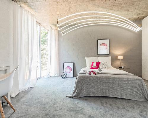 Elegant Mittelgroßes Modernes Hauptschlafzimmer Ohne Kamin Mit Weißer Wandfarbe,  Teppichboden Und Grauem Boden In Sonstige