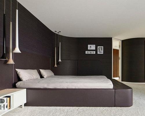 Große Moderne Hauptschlafzimmer Mit Teppichboden, Schwarzer Wandfarbe Und  Weißem Boden In Stuttgart