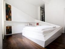 wir w nschen eine bunte nacht farbige w nde im schlafzimmer. Black Bedroom Furniture Sets. Home Design Ideas