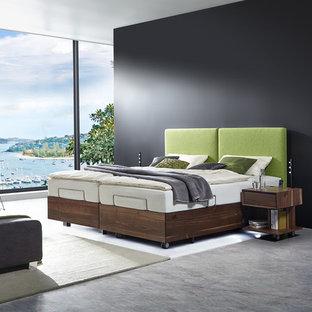 Ejemplo de dormitorio tipo loft, actual, grande, con suelo de mármol, suelo gris y paredes negras