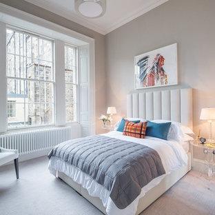 Mittelgroßes Modernes Hauptschlafzimmer ohne Kamin mit beiger Wandfarbe, Teppichboden und beigem Boden in Hamburg