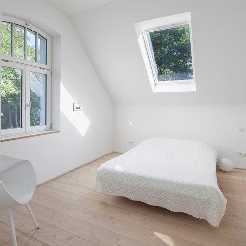 Camera da letto con parquet chiaro Düsseldorf - Foto e Idee ...