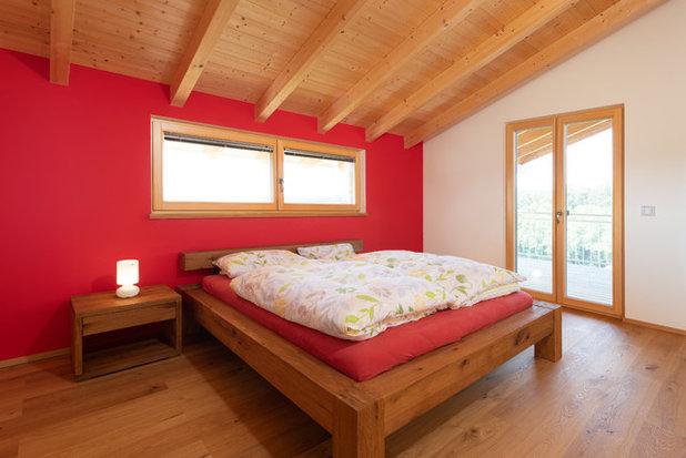 Modern Schlafzimmer by BAYERWALD - Fenster Haustüren GmbH