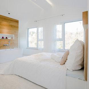 Idee per una grande camera matrimoniale design con pareti bianche, parquet chiaro e nessun camino