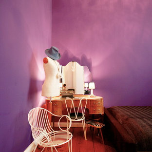 Inspiration for a mid-sized eclectic master medium tone wood floor bedroom remodel in Berlin with purple walls and no fireplace