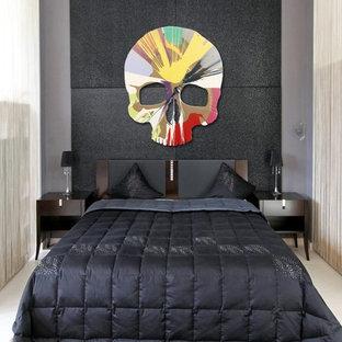 Kleines Modernes Hauptschlafzimmer ohne Kamin mit grauer Wandfarbe und Teppichboden in Köln