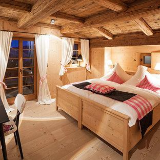 Landhausstil Schlafzimmer mit brauner Wandfarbe Ideen, Design ...