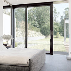 Contemporary Bedroom by Leicht Küchen AG