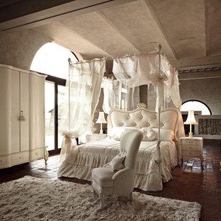 Lieblich Großes Klassisches Hauptschlafzimmer Mit Beiger Wandfarbe In Sonstige