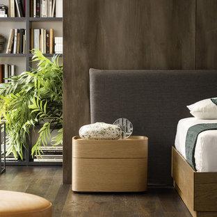 Идея дизайна: хозяйская спальня среднего размера в современном стиле с коричневыми стенами, темным паркетным полом, коричневым полом и фасадом камина из бетона без камина