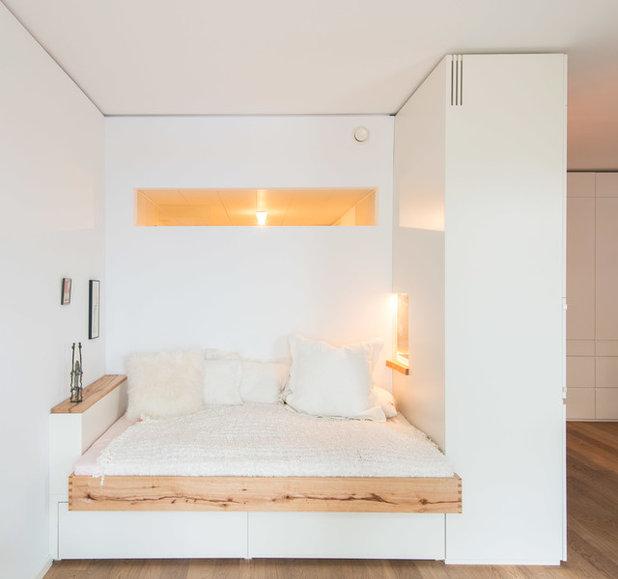 Contemporary Bedroom Schlafnische mit Fenstern