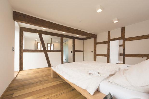 Rustikal Schlafzimmer by Morber Jennerich Architekten
