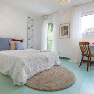 Imagen de dormitorio principal, contemporáneo, de tamaño medio, sin chimenea, con paredes blancas y suelo turquesa
