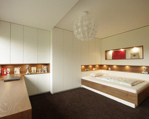 Mittelgroßes Modernes Jugendzimmer Mit Schlafplatz, Grauer Wandfarbe,  Teppichboden Und Braunem Boden In Sonstige