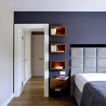 Schlafzimmer mit lila Wand