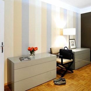 Camera da letto con pareti marroni Germania - Foto e Idee per Arredare