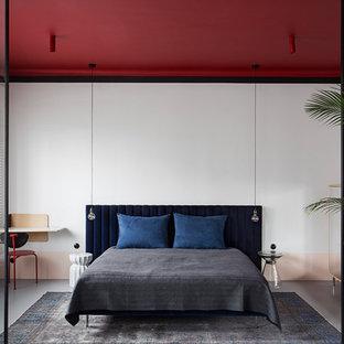 Kleines Modernes Schlafzimmer mit weißer Wandfarbe und grauem Boden in Berlin