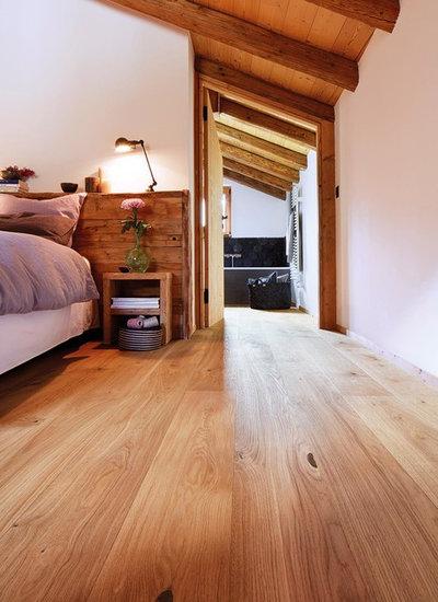 Modern Schlafzimmer by BOCK-INTERFLOOR GmbH - Parkett und Fußbodenwelt