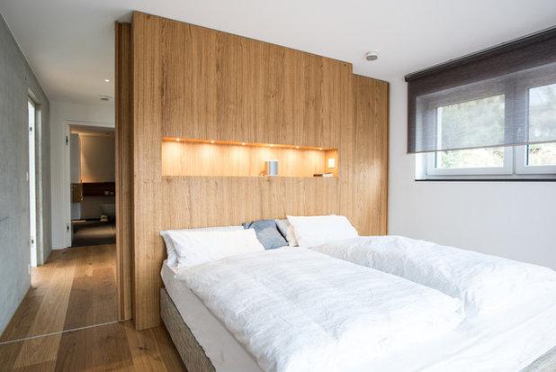 Skandinavisch Schlafzimmer by Mannsperger Möbel + Raumdesign