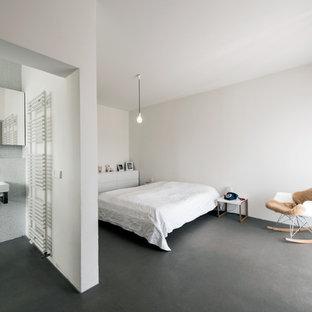 Attraktiv Mittelgroßes Modernes Schlafzimmer Mit Weißer Wandfarbe Und Betonboden In  Mailand