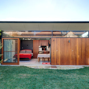 Photo of a contemporary shed and granny flat in Sydney.