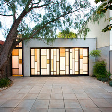 Modern Garage And Shed by Architecture Matters Pty. Ltd.
