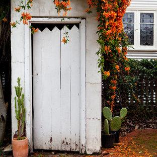 Idées déco pour un abri de jardin attenant romantique de taille moyenne avec un abri de jardin.