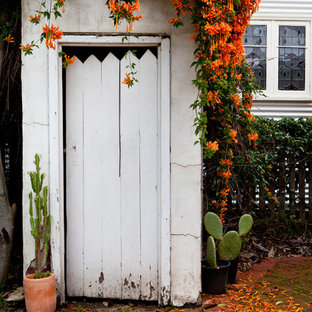 Idéer för ett mellanstort shabby chic-inspirerat tillbyggt trädgårdsskjul
