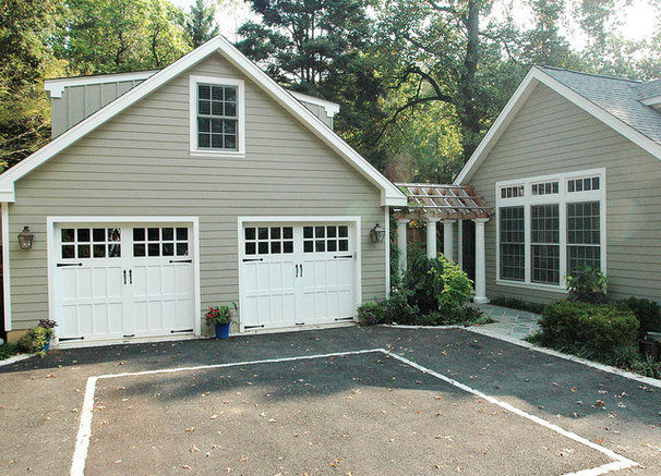 Traditional Garage And Shed by RANIERI & KERNS ASSOCIATES