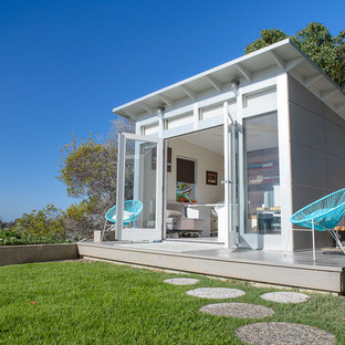 Expansive contemporary shed and granny flat in San Diego.