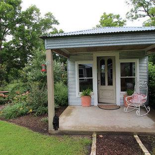 デンバーの中サイズの独立型コンテンポラリースタイルのおしゃれな物置小屋・庭小屋の写真