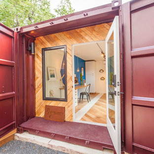 Inspiration for a small transitional detached granny flat in Austin.