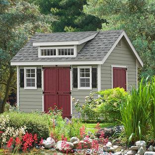 Inspiration för ett vintage fristående trädgårdsskjul