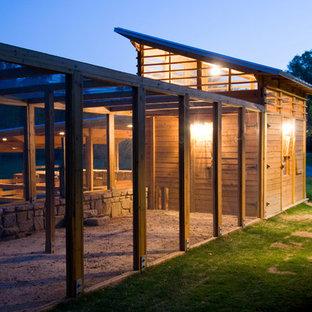 Imagen de granero y establos independiente, de estilo de casa de campo, de tamaño medio