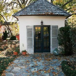 Idées déco pour un abri de jardin séparé classique de taille moyenne avec un abri de jardin.