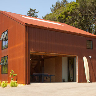 Mid-sized industrial detached shed and granny flat in San Francisco.