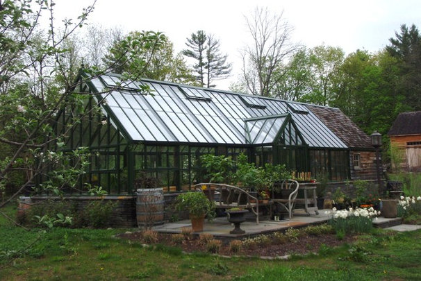 Traditional Garage And Shed by Hartley Botanic Inc.