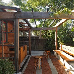 Cette photo montre un petit abri de jardin séparé craftsman avec un bureau, studio ou atelier.