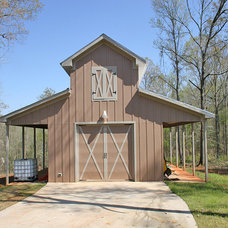 Traditional Garage And Shed by LP Builders Inc.