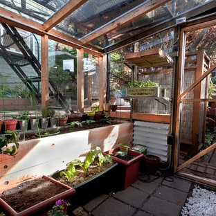 Photo of a contemporary greenhouse in San Francisco.