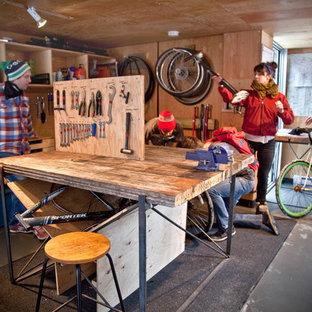 Eklektisk inredning av en garage och förråd