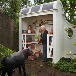 Новые идеи обустройства дома: сарай на участке в классическом стиле